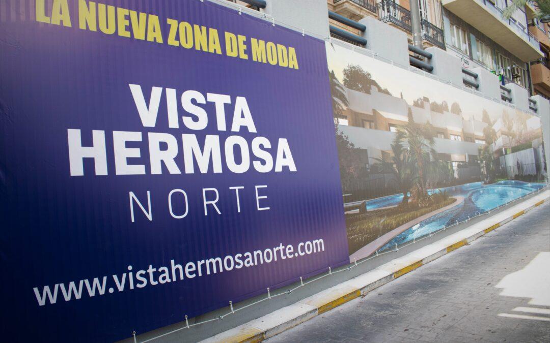 El parking de Alfonso el Sabio, tematizado con la publicidad de Vistahermosa Norte